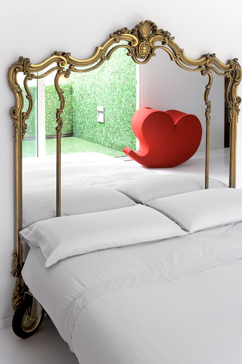 Описание секса в комнате с зеркалами романтично