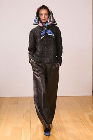 Показ Eudon Choi коллекции сезона Осень-зима 2013-2014 года prêt-à-porter - www.elle.ru - Подиум - фото 497070