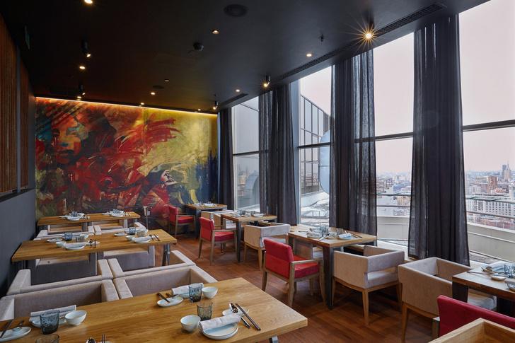 Китайский ресторан Hong Kong с панорамным видом интерьер
