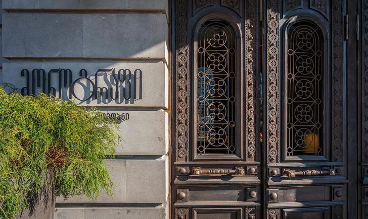 Monograph: дизайн-отель с баром и рестораном в Тбилиси (фото 0)