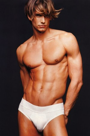 10 самых красивых мужчин-моделей всех времен (фото 3)
