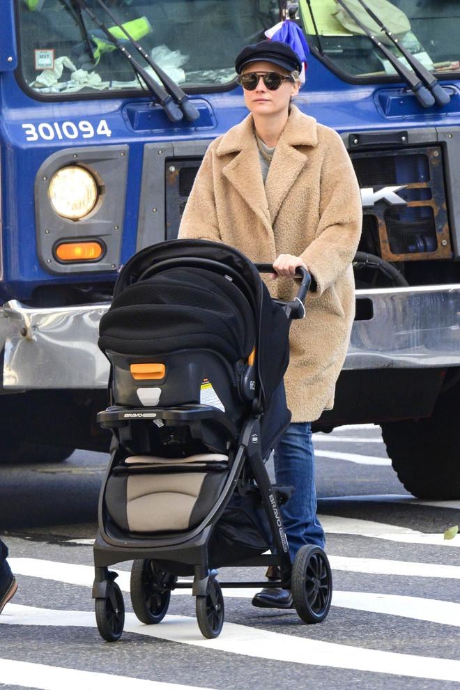 Редкое фото: первый снимок Дианы Крюгер с новорожденным (фото 1)