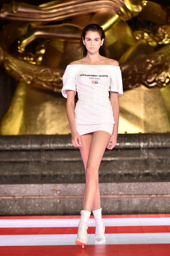 Джинсовые юбки и шорты Alexander Wang «от бедра», которые свели с ума всех моделей (фото 4)