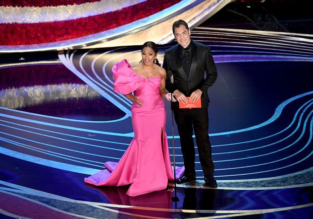 Общество красных конвертов: образы ведущих на «Оскаре-2019» (фото 7)