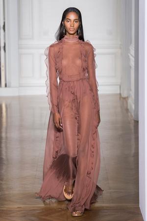 Показы мод Valentino Весна-лето  2017 | Подиум на ELLE - Подиум - фото 4788