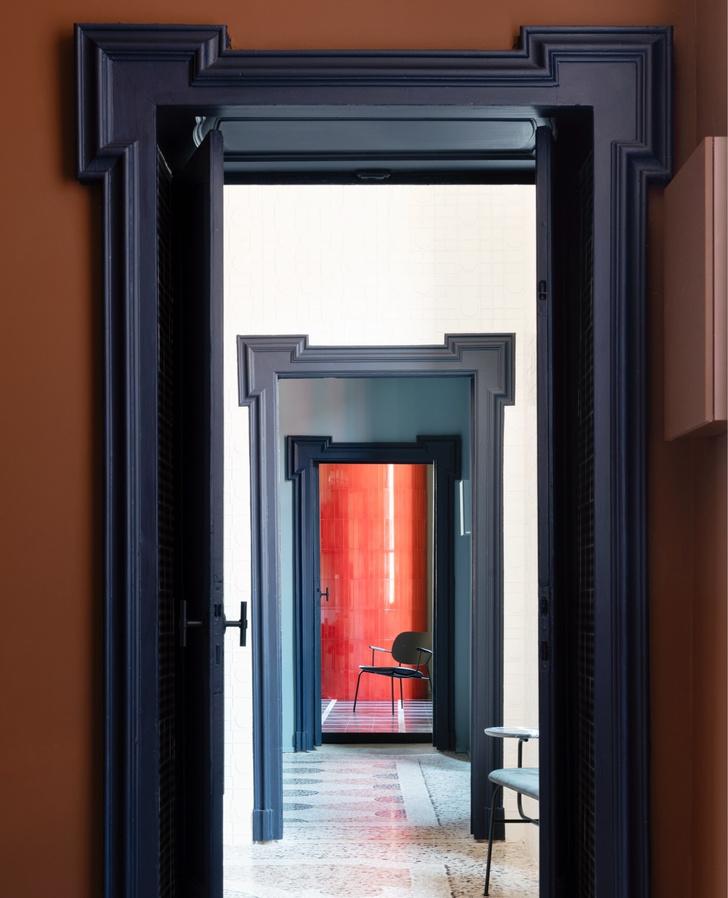 Темное царство: квартира в Милане (фото 5)