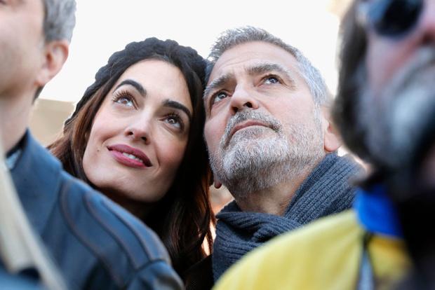 Редкий выход: Джордж и Амаль Клуни на «Марше за наши жизни» (фото 4)