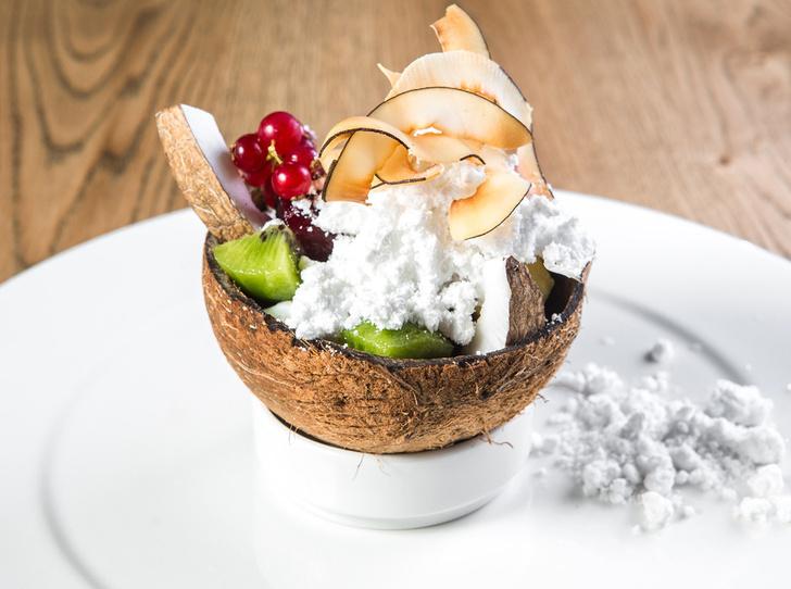 Фруктовый салат со сладкой свеклой и домашним кокосовым сорбетом от Андреа Галли
