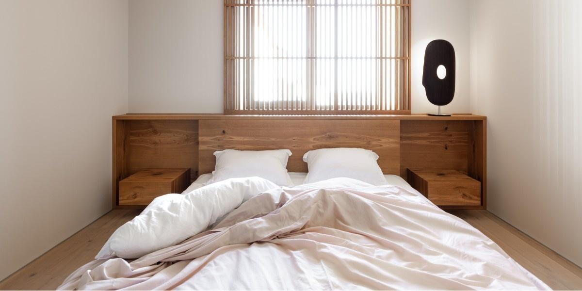 Низкая кровать: 30+ примеров для спальни