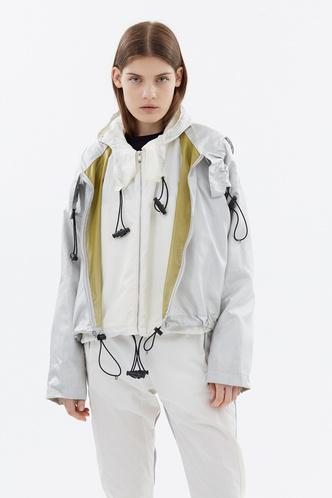 10 технологичных (и красивых!) курток на лето (фото 2)