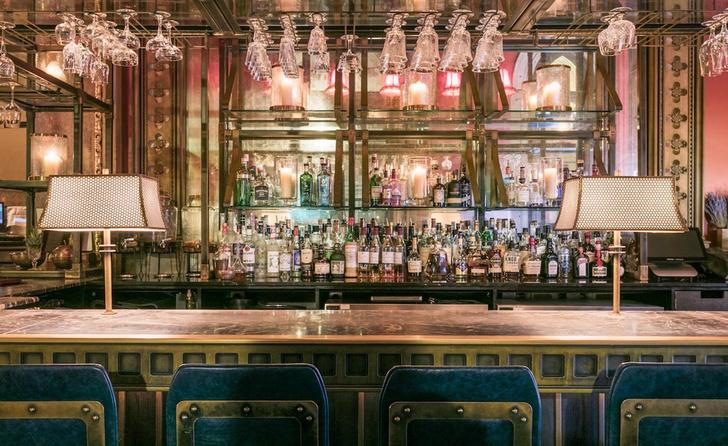Викторианский бар в историческом лондонском отеле (фото 1)