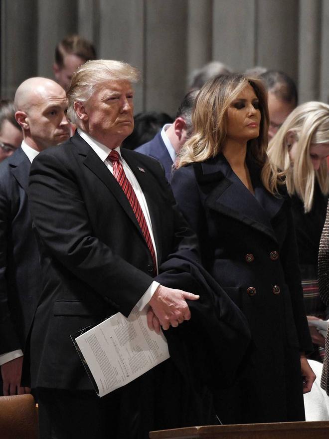Сдержанная роскошь: Мелания Трамп на Рождественской службе в пальто Max Mara (фото 1.2)