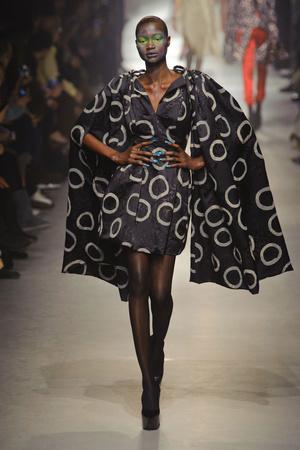 Показ Vivienne Westwood коллекции сезона Осень-зима 2013-2014 года Prêt-à-porter - www.elle.ru - Подиум - фото 537647