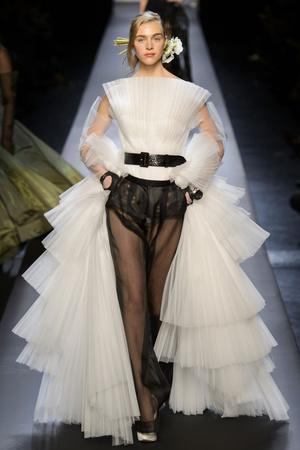 Показ Jean Paul Gaultier коллекции сезона Весна-лето 2015 года Haute couture - www.elle.ru - Подиум - фото 593203
