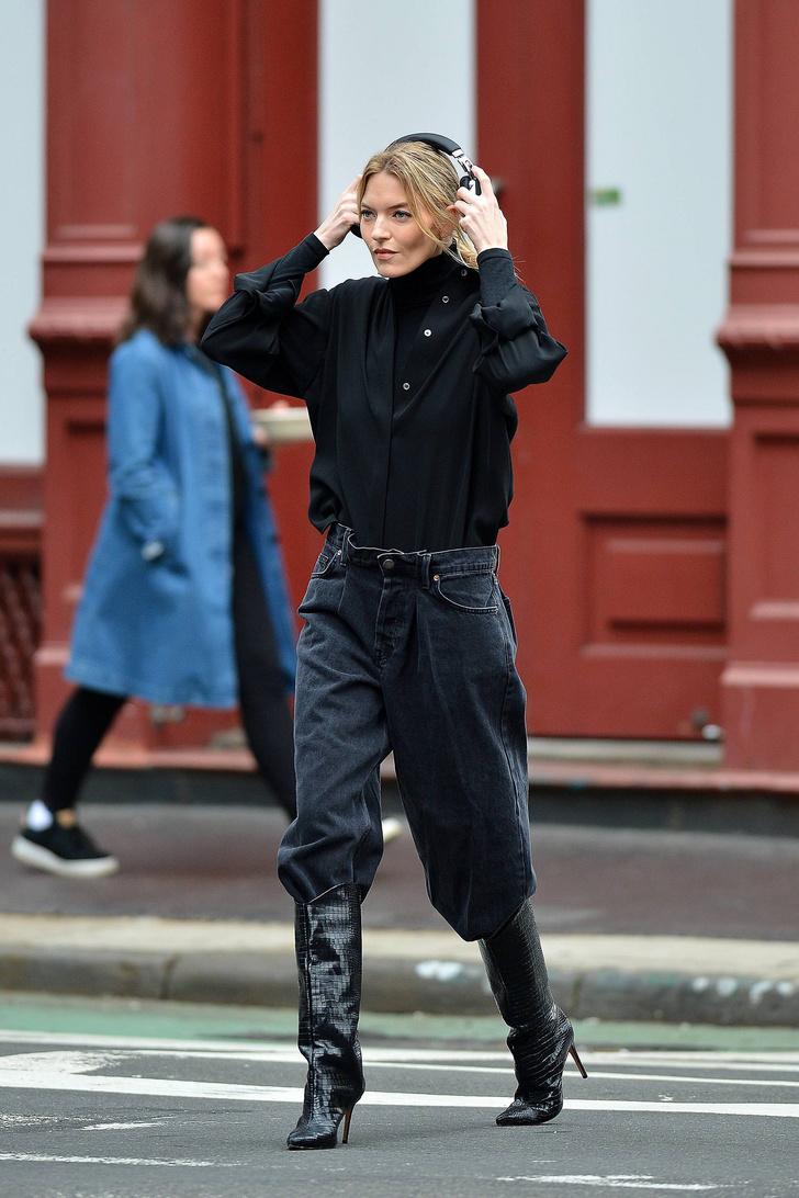 Тепло и стильно: носите водолазку с рубашкой, как это делает Марта Хант (фото 2)