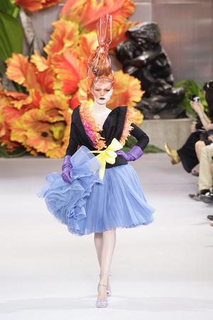 Показ Christian Dior коллекции сезона Осень-зима 2010-2011 года Haute couture - www.elle.ru - Подиум - фото 167450
