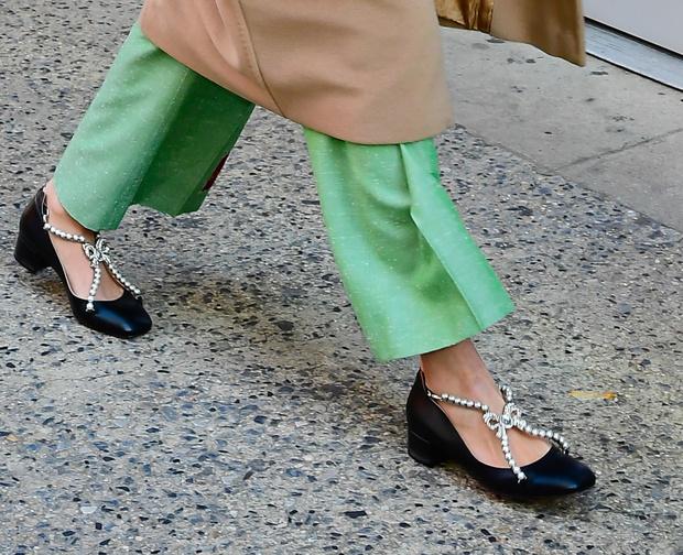Брюки цвета весенней травы + туфли с бантиками: весенняя Алекса Чанг в Нью-Йорке (фото 3)