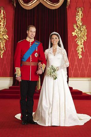 Чем отличаются свадебные портреты Меган и Гарри от фотосессии Кейт и Уильяма? (фото 1.2)