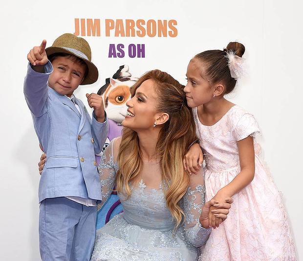Дженнифер Лопес с близнецами Эммой и Максом