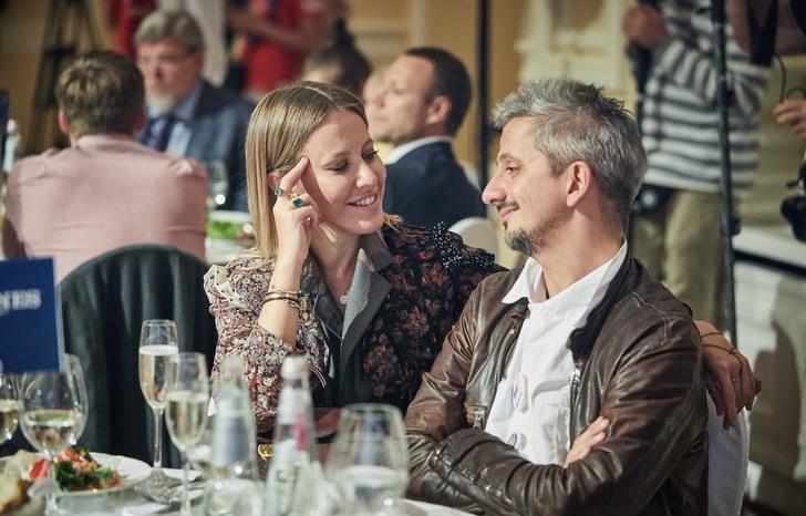 Ксения Собчак и Константин Богомолов на старте спортивного сезона (фото 1)