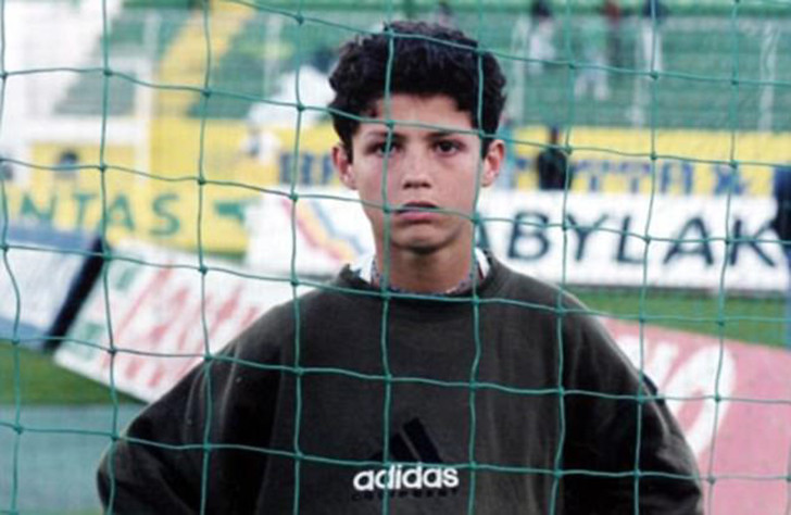 Криштиану Роналду в детстве фото