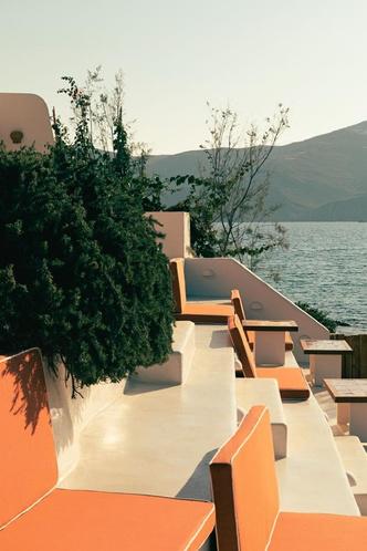 Охра и шафран: ресторан на Миконосе в ретро-гамме (фото 7.1)