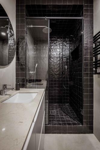 Брутальная квартира в бежевых тонах с черной спальней 72 м² (фото 21.2)
