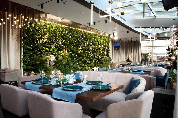 Где вкусно пообедать и сделать красивые селфи? Ресторан Bamboo.Bar с верандой и панорамными окнами (фото 1)
