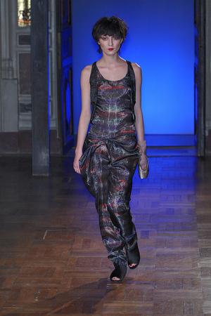 Показ Anne Valerie Hash коллекции сезона Весна-лето 2010 года haute couture - www.elle.ru - Подиум - фото 138020