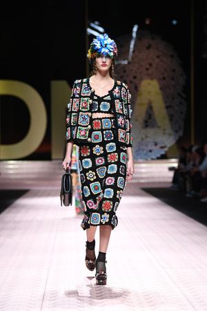В духе Met Gala: звездопад на показе Dolce&Gabbana (фото 13.2)