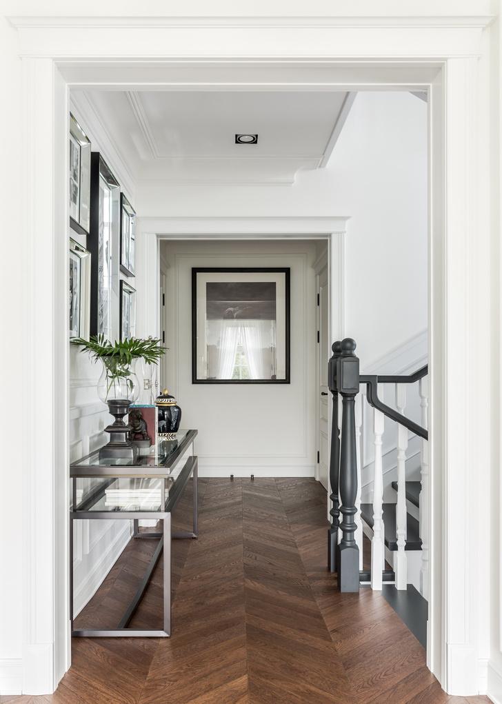 Трехэтажный загородный дом в стиле американская классика (фото 15)