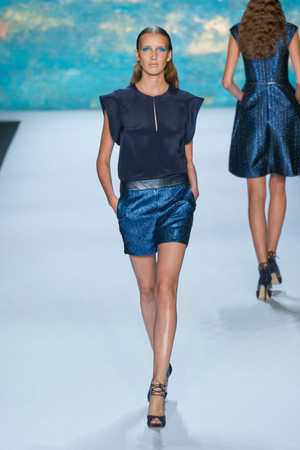 Показы мод Monique Lhuillier Весна-лето 2013 | Подиум на ELLE - Подиум - фото 1303