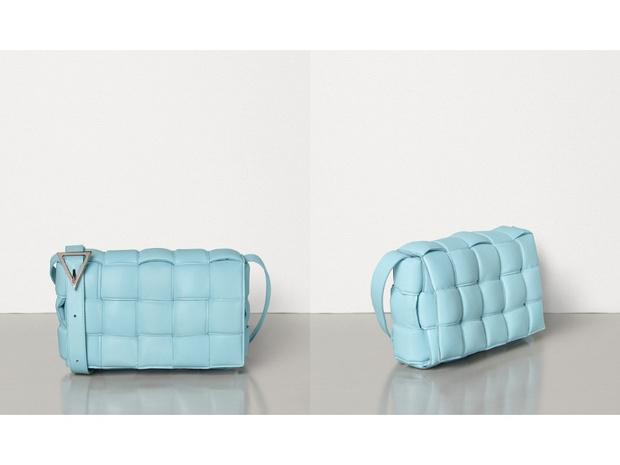Черный плащ + самая модная сумка сезона: Хейли Бибер на ланче с подругой (фото 4)