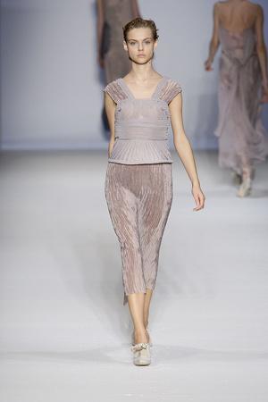Показы мод Alberta Ferretti Весна-лето 2010 | Подиум на ELLE - Подиум - фото 2988