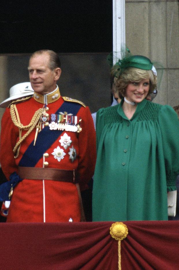 Искусство намеков: какое «послание» скрывает зеленое платье Меган Маркл (фото 3)
