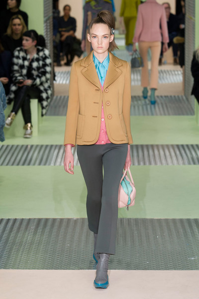 Показ Prada на Неделе моды в Милане | галерея [1] фото [35]