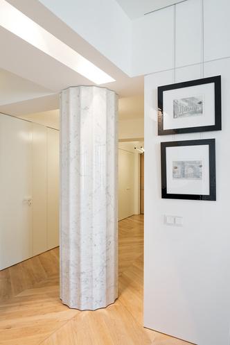 Московский минимализм: светлая квартира с деревянными ставнями (фото 10.1)
