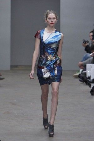Показы мод Mary Katrantzou Осень-зима 2010-2011 | Подиум на ELLE - Подиум - фото 2785