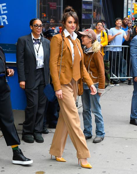 Мужской галстук и идеальные лодочки: Шейлин Вудли в Нью-Йорке (фото 2)