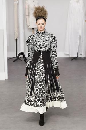 Показ Chanel коллекции сезона Осень-зима 2016-2017 года Haute couture - www.elle.ru - Подиум - фото 607040