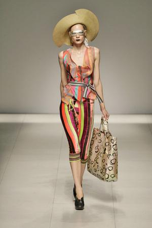 Показ Vivienne Westwood коллекции сезона Весна-лето 2009 года prêt-à-porter - www.elle.ru - Подиум - фото 85897