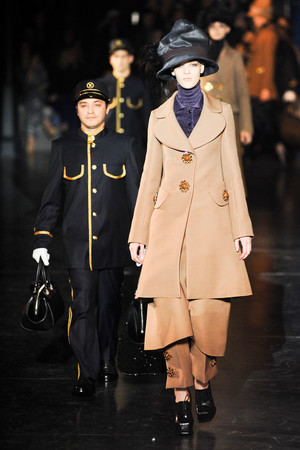 Показ Louis Vuitton коллекции сезона Осень-зима 2012-2013 года Prêt-à-porter - www.elle.ru - Подиум - фото 387464