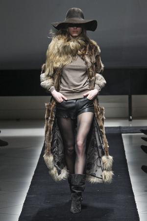 Показ Simonetta Ravizza коллекции сезона Осень-зима 2011-2012 года prêt-à-porter - www.elle.ru - Подиум - фото 242722