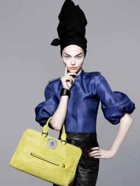 Саша Пивоварова в рекламе Longchamp