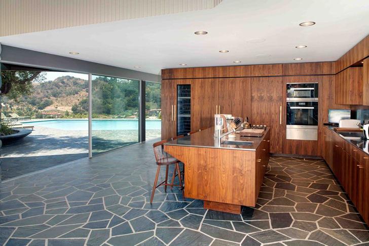 Фронтмен Maroon 5 Адам Левин продает два роскошных дома в Лос-Анжелесе фото [3]