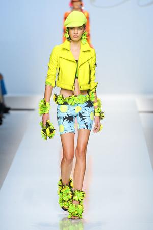 Показы мод Blumarine Весна-лето 2012 | Подиум на ELLE - Подиум - фото 1890