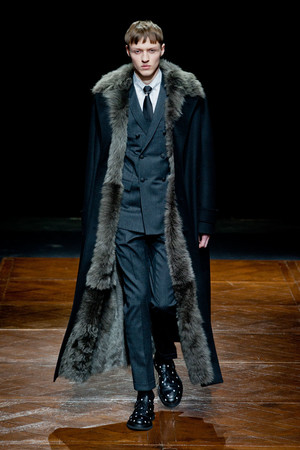 Показы мод Christian Dior Осень-зима 2014-2015 | Подиум на ELLE - Подиум - фото 3758