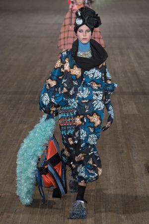 Показ Marc Jacobs коллекции сезона Весна-лето 2018 года Prêt-à-porter - www.elle.ru - Подиум - фото 629721