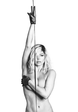42-летняя Ферги полностью обнажилась для обложки альбома фото [5]
