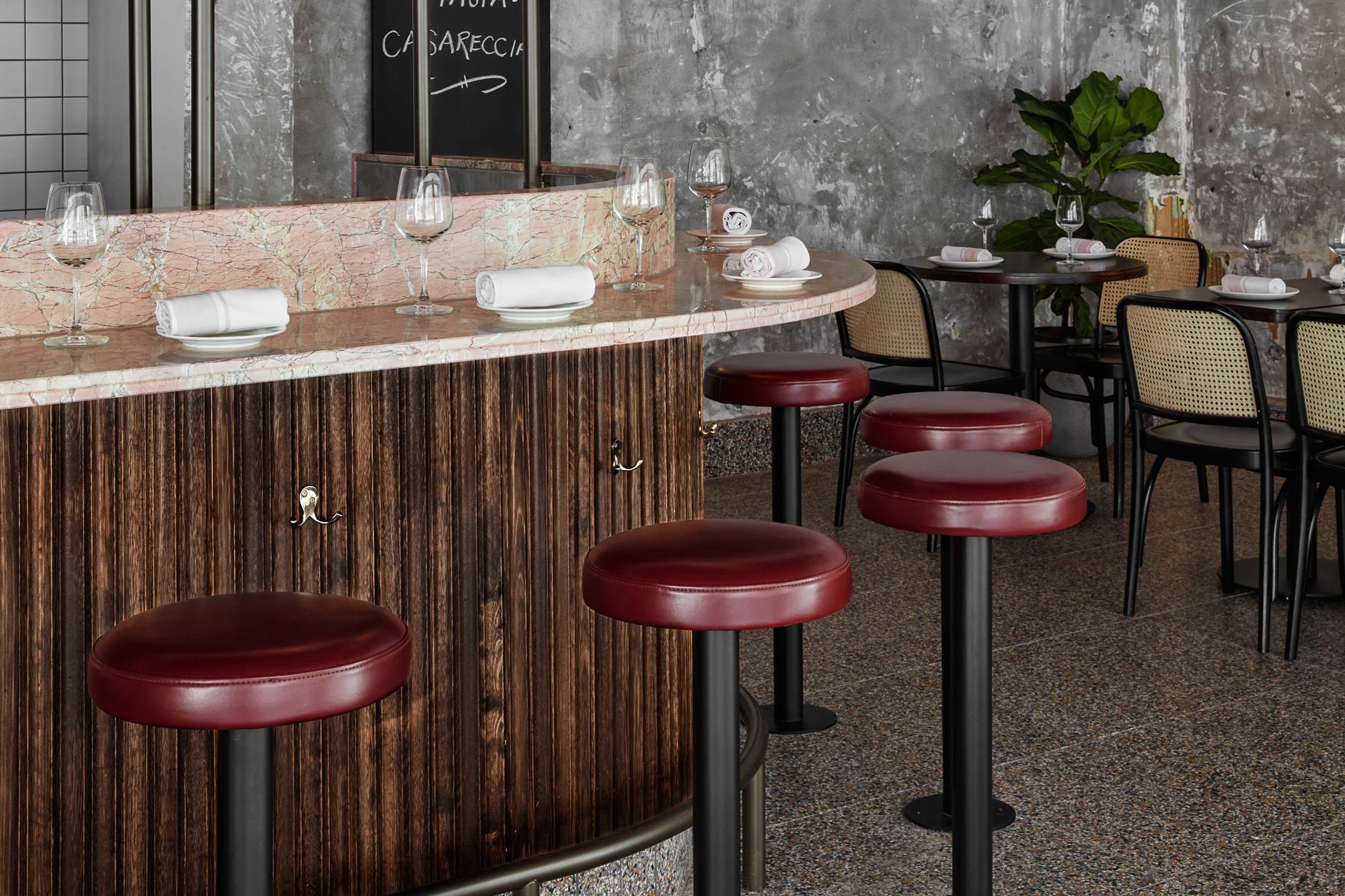 Розовый мрамор и потертый бетон: паста бар в Мельбурне (галерея 7, фото 4)